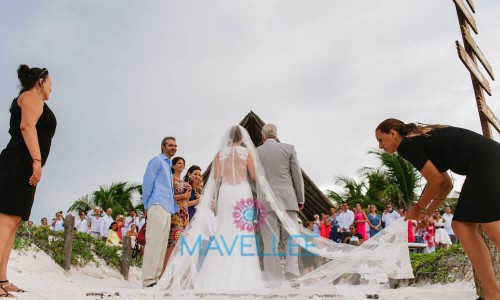 Matias-y-Gaby-Cancun-Beach-Wedding-86