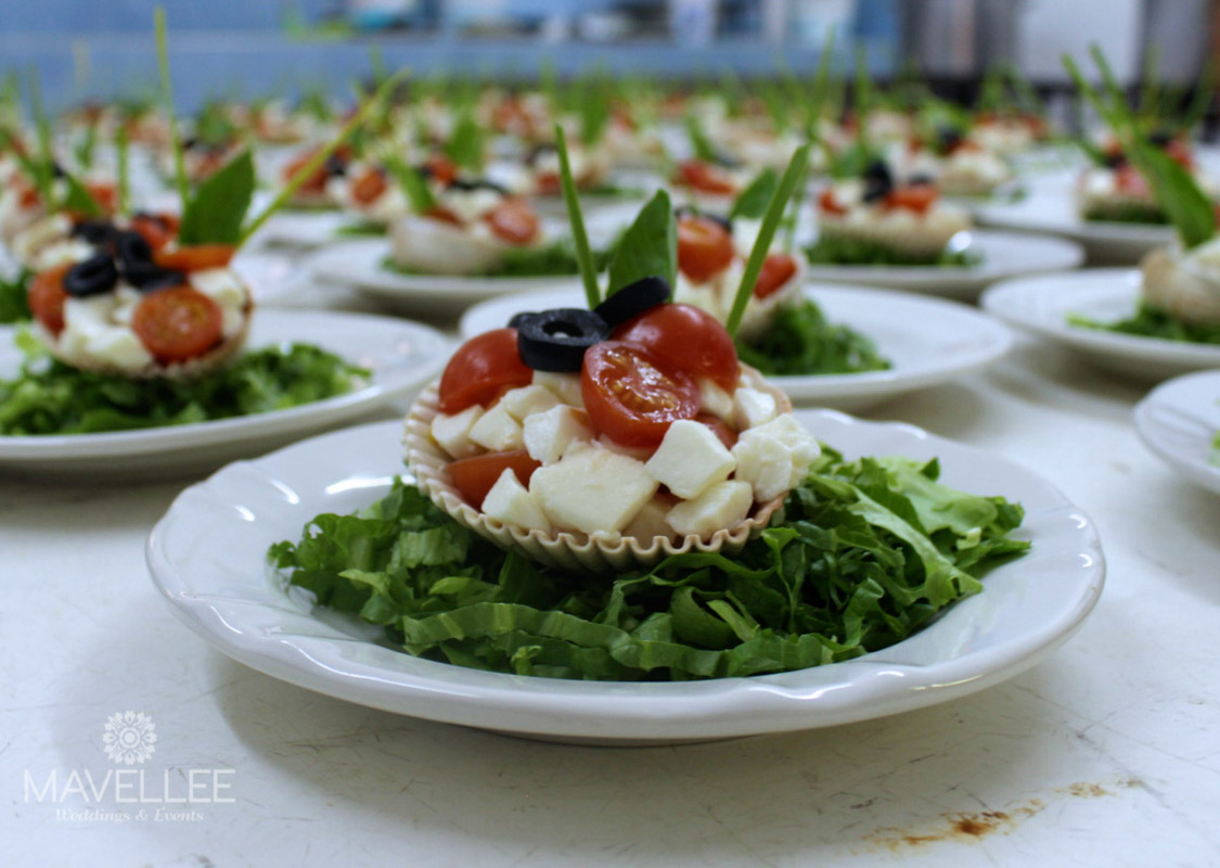 tropical-plate-wedding-catering-service