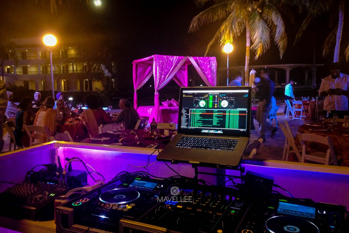 beach-wedding-dj-booth